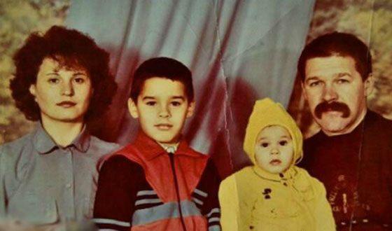 Ира Смелая в детстве с родителями