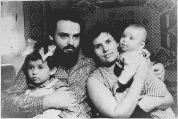 Андрей Ткачёв с родителями и старшей сестрой