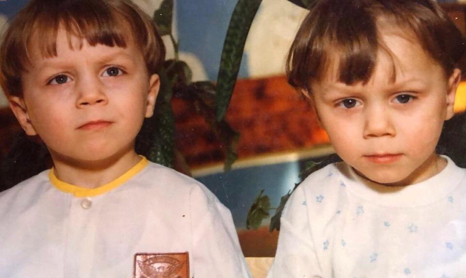 Артем Тарасов с братом Корнеем