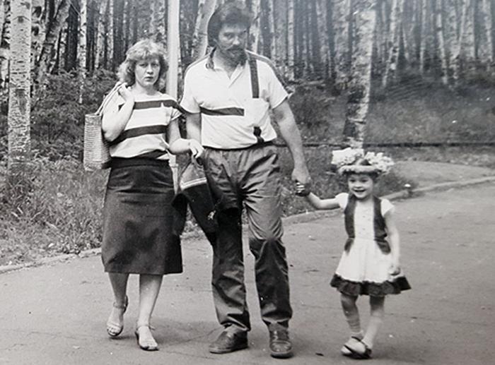 Мари Кравченко с родителями