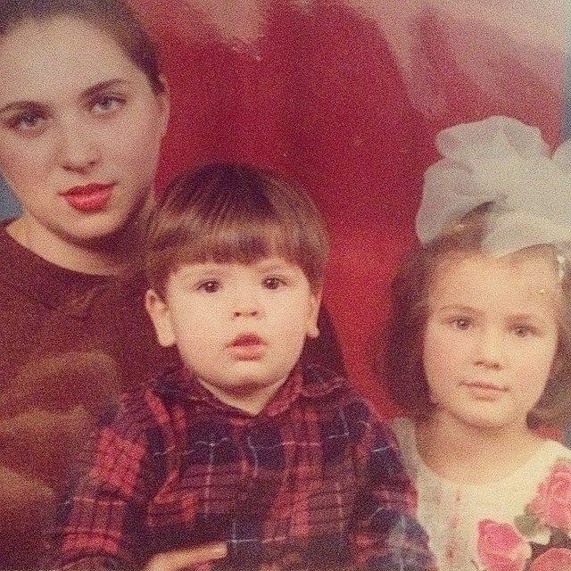 Анна Корсун с мамой и братом