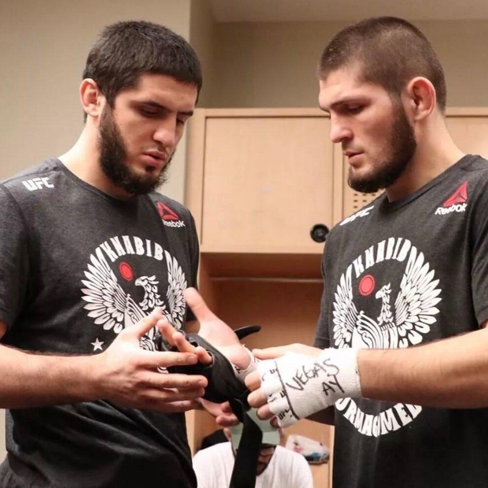Ислам Махачев и Хабиб Нурмагомедов на тренировке