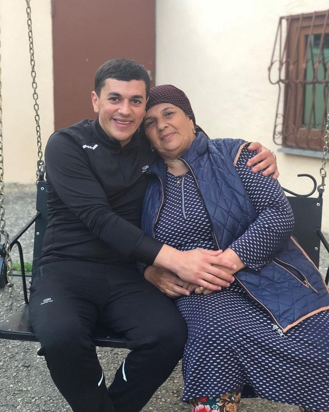 Фото Сакита Мамедова с мамой