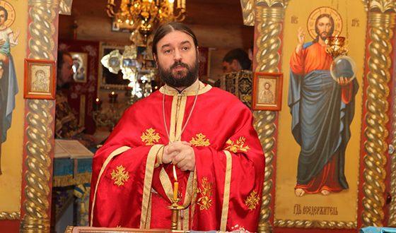 Андрей Ткачёв на службе в церкви