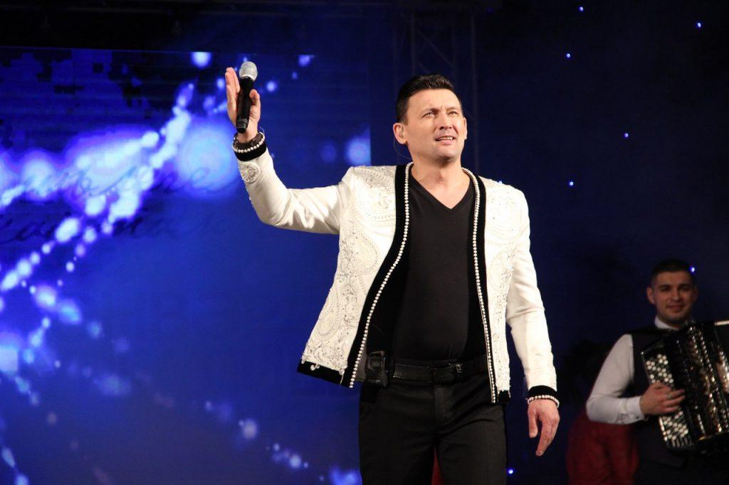 Анвар Нургалиев на сцене
