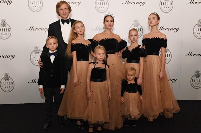 Семья Томпсон в полном составе